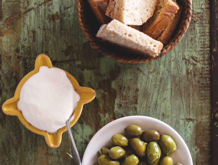 Country bread, aioli and olives